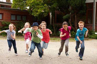 во что поиграть детям на улице летом