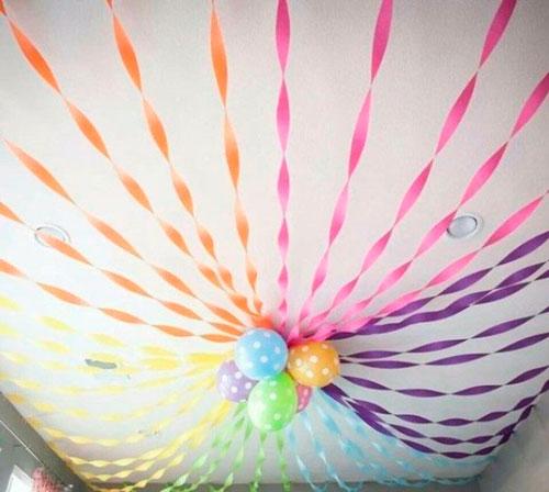 украшение потолка лентами на детский день рождения