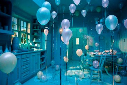украшение комнаты на день рождения в синем цвете