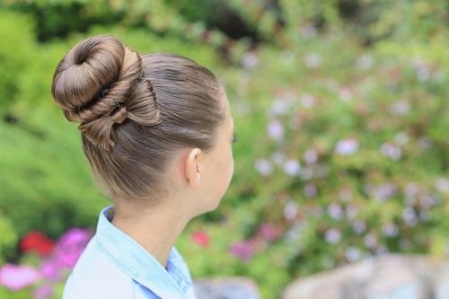 Прическа на 1 сентября 11 класс с бантом из волос