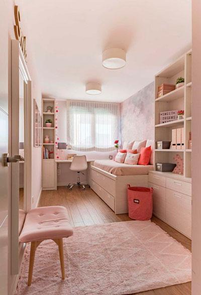 дизайн прямоугольной детской комнаты с окном 4