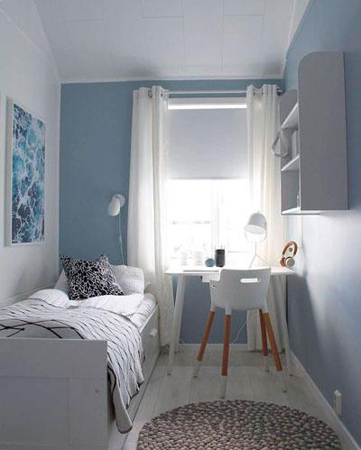 дизайн прямоугольной детской комнаты с окном 8