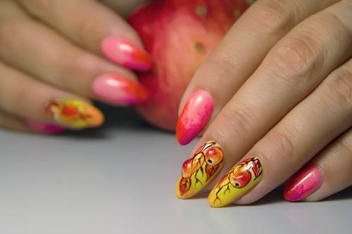 золотой дизайн ногтей 2021 осень миндаль 2