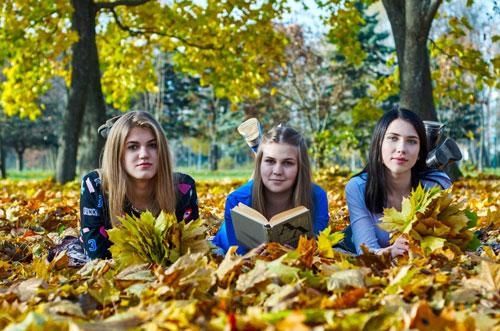 Фотосессия на природе осенью идеи с друзьями