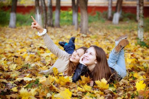 идеи фотосессии осенью на природеенью идеи для подруг