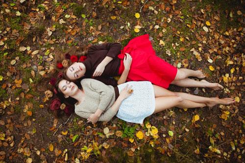 красивые позы для фотосессии на природе осенью 5