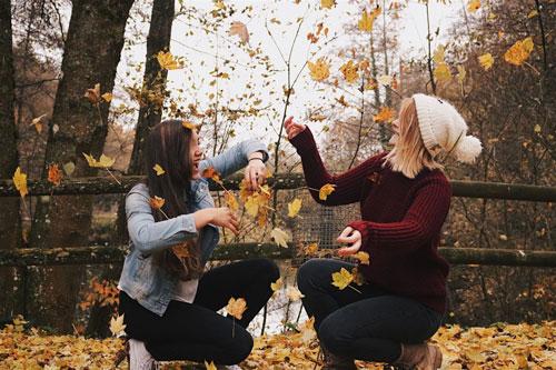 красивые позы для фотосессии на природе осенью 4