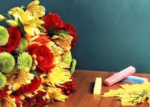 Красивые и трогательные стихи ко дню учителя для старшеклассников