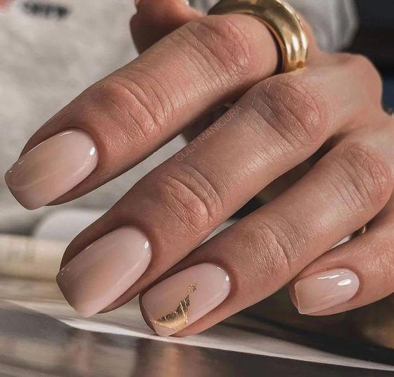 идеи осеннего маникюра на короткие ногти 2021 4