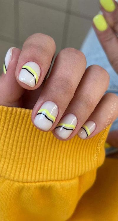 легкий осенний маникюр на коротких ногтях 4