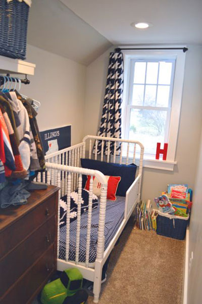 очень маленькая детская комната для двоих