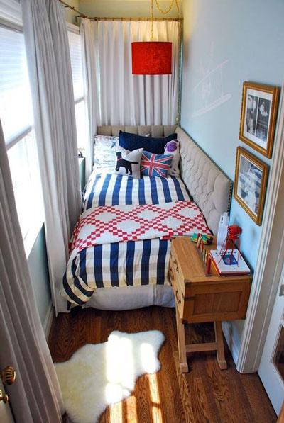маленькая детская комната для двух школьников