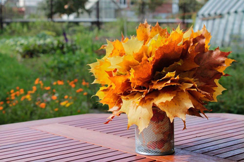 осенние букеты из листьев и рябины
