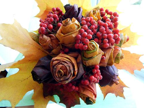 букет из шишек и осенних листьев поделка 2