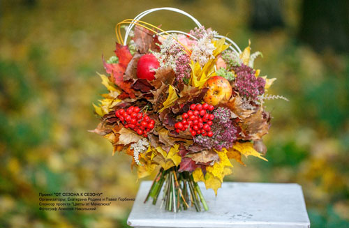 букет из шишек и осенних листьев поделка 5