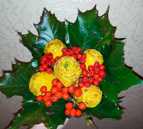 букет из шишек и осенних листьев поделка 6