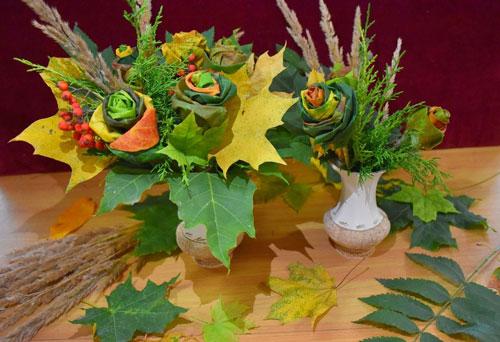 букет из шишек и осенних листьев поделка 9