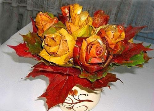 букет из шишек и осенних листьев поделка 10