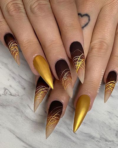 осенний маникюр на длинные ногти острой формы