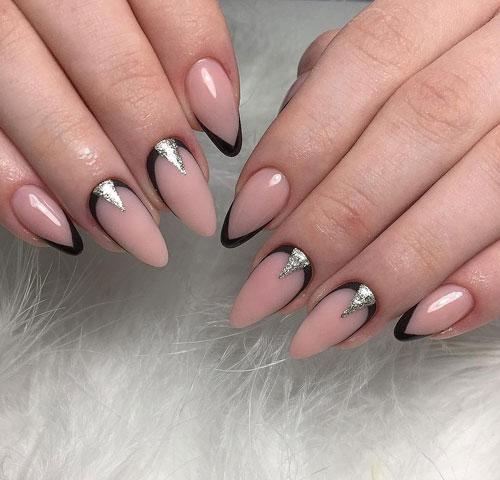 Осенний маникюр на длинные ногти в стиле минимализм