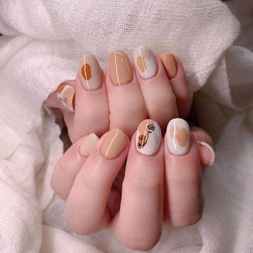 осенний маникюр на короткие ногти с листьями